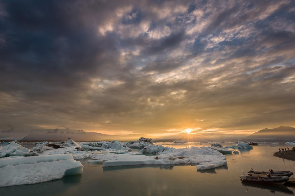 The sun sets over the famous glacier lagoon