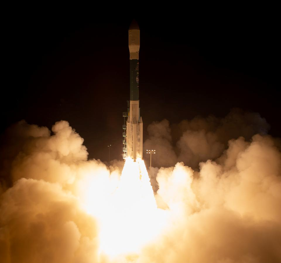 Free download high resolution image - free image free photo free stock image public domain picture  Delta II rocket launches