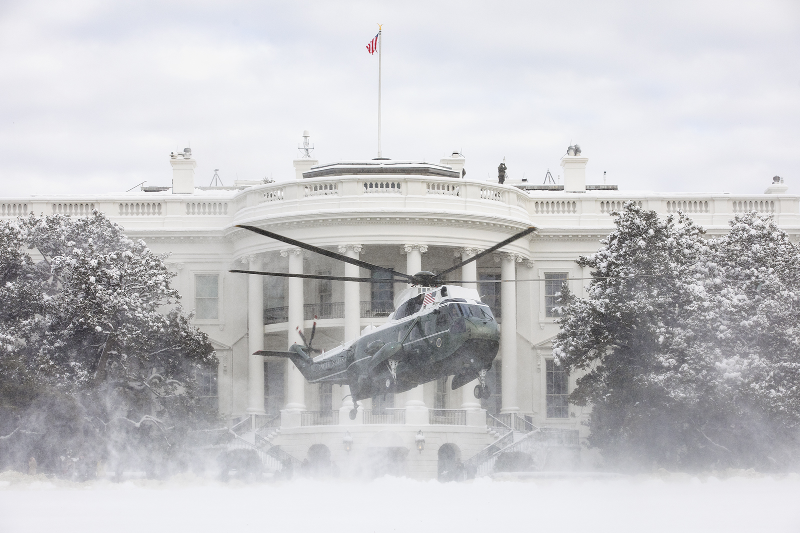 Free download high resolution image - free image free photo free stock image public domain picture -Marine One lands on the snow-covered South Lawn